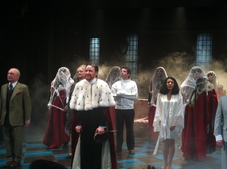 """Schauwerte hat sich getraut, beim """"curtain call"""" zu fotografieren. Hier sieht man auch schön, wie nahe wir am Geschehen waren!"""