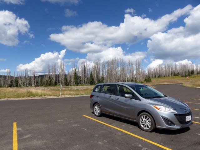 Ich liebe einfach diese Farben des Himmels in Utah - dazu das Gelb der Straßenmarkierungen... und unser silberner Mazda! :)