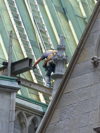 Renovationen an St. Bartholomew's Church außen...