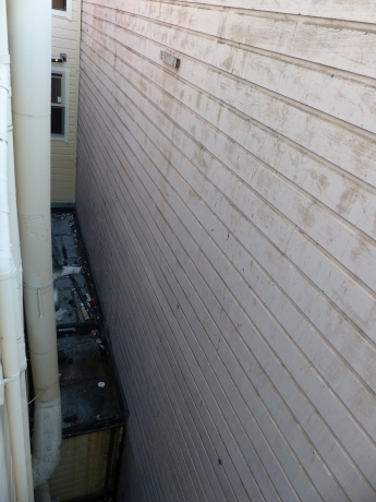 SF4: zumindest war es unwahrschenlich, dass hier jemand ins Fenster klettern würde...