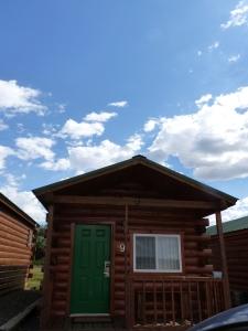 P2: Schlafen in unserer eigenen Holzhütte