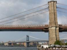 Im Hintergrund die Manhattan Bridge (1912)