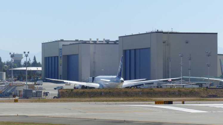 Wenn ich das richtig in Erinnerung habe, werden die Flugzeuge in diesen Gebäuden lackiert.
