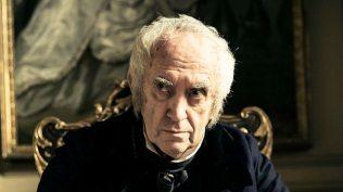 Jonathan Pryce als Sir Strange